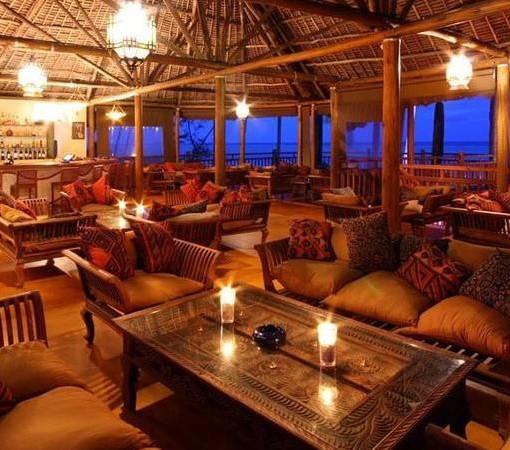 Azanzi-Beach-Hotel-bar