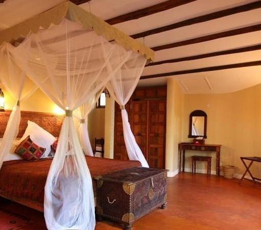 Azanzi-Beach-Hotel-luxury-suite-interleading-room