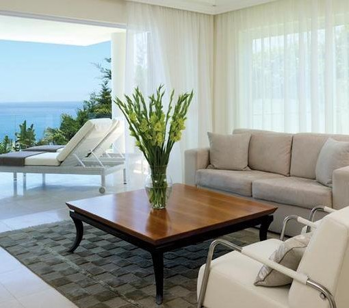 Clarendon Bantry Bay-18's Lounge