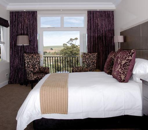 Devon-Valley-Vineyard-Room