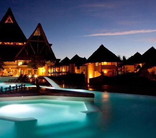 Essque-Zalu-pool at night