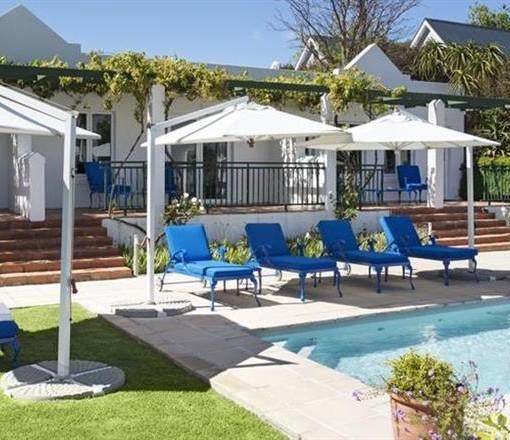 Garden Junior Suites Pool area