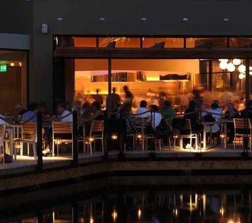 Hyatt-Regency-Oubaai-waterside outside night