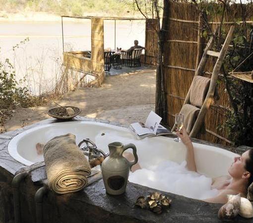Kaingo-outside bath