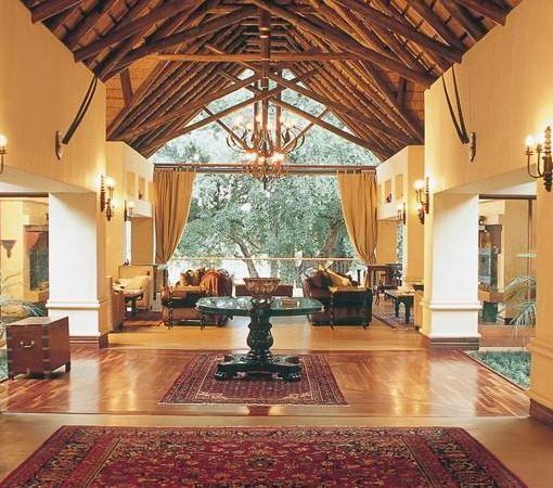 Tinga-Legends-Lodge-Entrance