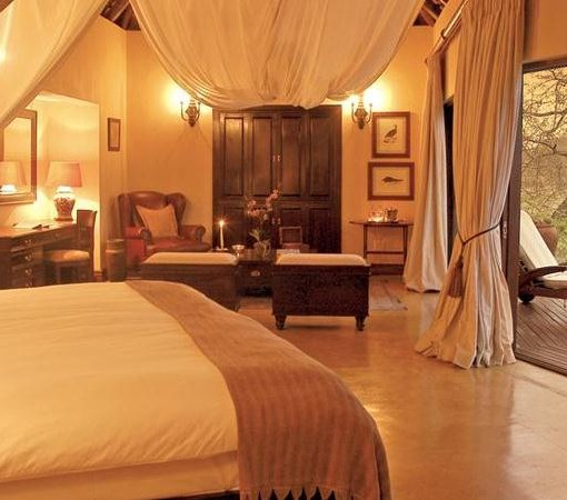 Tinga-Legends-Lodge-Suite-Bedroom