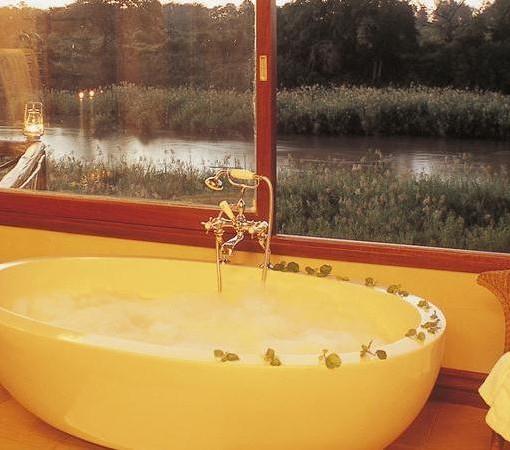 Tinga-Narina-Lodge-Suite-Bathroom