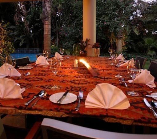african-rock-hotel-dinner