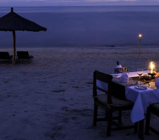 chintheche-inn-romantic beach dinner