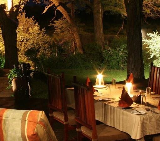 elephant-valley-lodge-deck-dinning