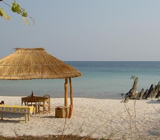 nkwichi-lodge-beach