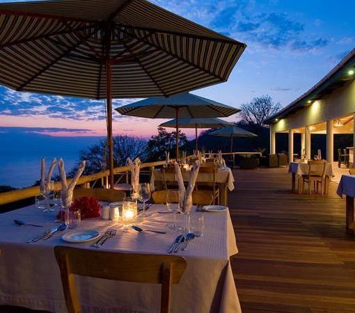 pumulani-restaurant-night