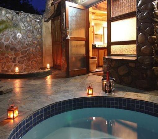 Mkuze-falls-room-plunge-pool-outside-shower