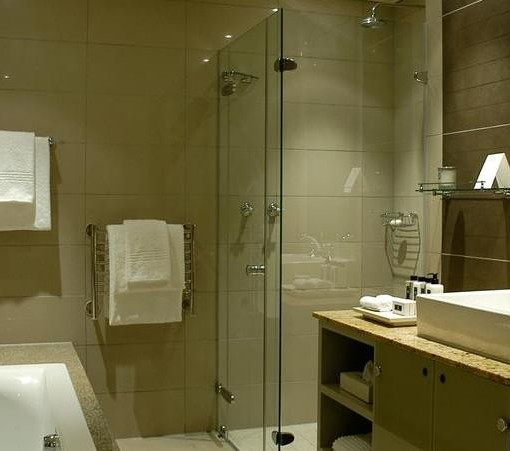 cape-royal-bathroom