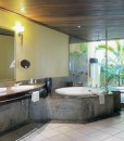 paradis-Senior Suite bathroom