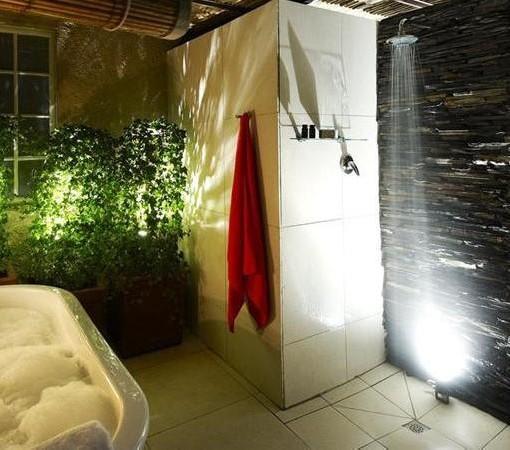 residence-joburg-outside-bathroom