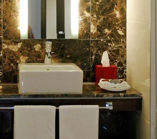 v_a-Superior Loft Room - Bathroom