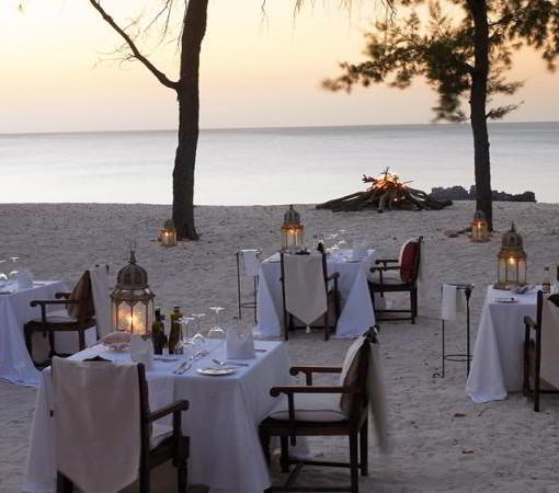 vamizi-beach-dining