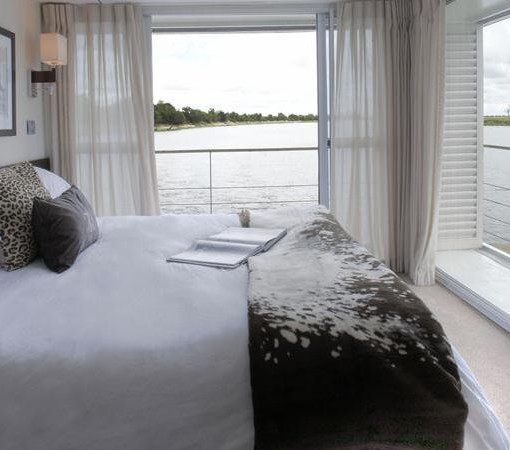 zambezi queen bedroom and balcony