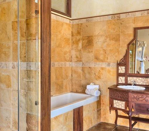 maji deluxe bathroom